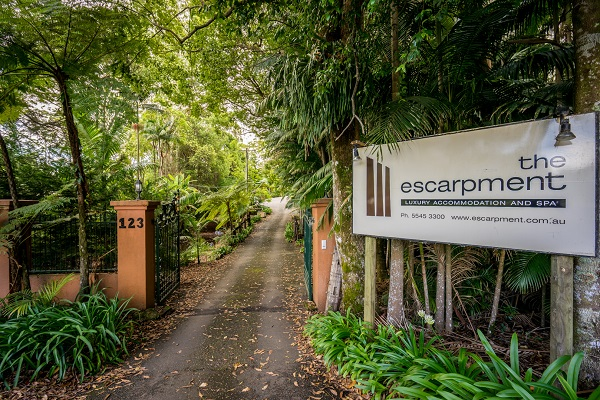 mt tamborine accommodation with garden